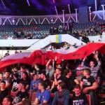 Flaga Polski przyniesiona przez fanów z forum Netwars.