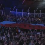 Mniejsza z dwóch flag często była widoczna podczas streamu.